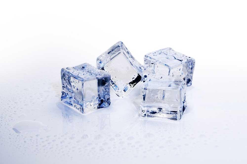 לעיסה שלו קרח מהווה את אחת הסיבות לנזקים בשיניים כמו שברים, סדקים או זעזועים